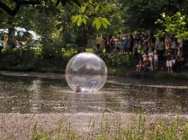 pozor velká novina, přiletěla bublina...